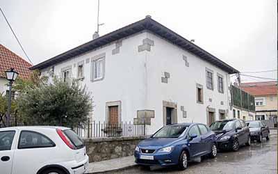 Casa parroquial, despacho y salones